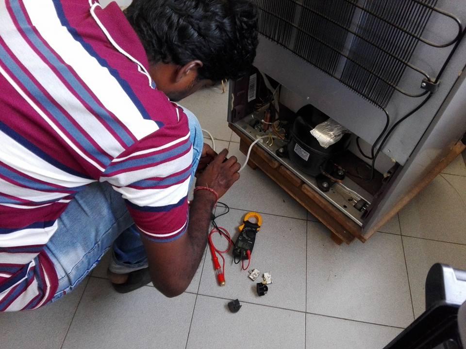 Ivoire Intellect-Technicien indien en dépannage
